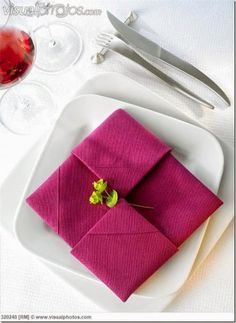 Diplomat napkin fold - 20 Plus fun and unique napkin folding styles! Dress your table and impress your guests! Cloth Napkin Folding, Folding Napkins, Simple Napkin Folding, Napkin Folding Flower, Cloth Napkins, How To Fold Napkins, Wedding Napkin Folding, Dinner Napkins, Party Napkins