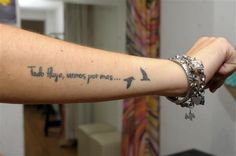Tattoos with short phrases for women Wörter Tattoos, Phrase Tattoos, Forarm Tattoos, Trendy Tattoos, Body Art Tattoos, Small Tattoos, Sleeve Tattoos, Tattoo Quotes, Tattoo Phrases