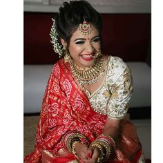 Indian Bridal Outfit Trends – Stunning Second Dupatta styles of 2018 to make your Bridal Lehenga Pop Indian Bridal Outfits, Indian Bridal Hairstyles, Indian Bridal Lehenga, Indian Bridal Fashion, Bridal Dresses, Wedding Dress, Wedding Hairstyles, Bridal Dupatta, Open Hairstyles
