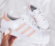 Awesome Gift Ideas For Teens (That They'll Actually Love) Adidas are super popular sneakers this year.Adidas are super popular sneakers this year. Cute Shoes, Me Too Shoes, Women's Shoes, Shoe Boots, Shoes Sneakers, White Sneakers, Roshe Sneakers, Shoes 2017, Yeezy Shoes