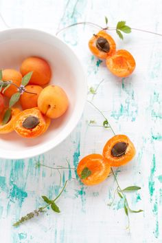 Apricots - by Kinga Błaszczyk-Wójcicka Fruit And Veg, Fruits And Veggies, Fresh Fruit, Healthy Fruits, Healthy Snacks, Healthy Recipes, Food Photography Styling, Food Styling, Cooking Photos