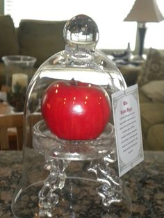 Display Snow White's poison apple.  On Halloween Forum