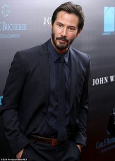 I wish he looked like this all the time. Love Keanu Reeves!!
