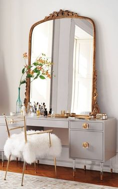 How To Organize Your Makeup Like A Fashion Girl | The Zoe Report #VanityChair