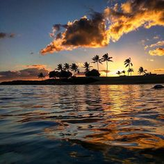 The best place to watch a sunset is in the ocean! #MeetMeInKoOlina #LetHawaiiHappen #LuckyWeLiveHawaii #KoOlina  (photo: @rocarone) Visit us: www.koolina.com