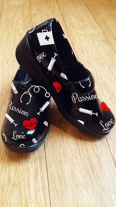 A Clog Theme Nurse Shoe (Limited Quantity)