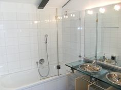 Duschtrennwand aus Echtglas. Bath Screens, Sink, Bathtub, Bathroom, Home Decor, Bath Room, Bathing, Sink Tops, Standing Bath