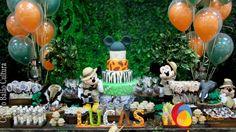 Decoração com balão qualatex duplo de 12 polegadas inflado com gás hélio, fixados na decoração principal. Créditos: Decoração de balões: Balão Cultura (www.balaocultura.com.br) Local: Buffet Catavento