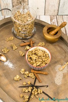 Low Carb Chia Muesli – the best low carb granola - Low Carb Recipes Low Carb Lunch, Low Carb Breakfast, Breakfast Smoothies, Low Carb Diet, Low Carb Granola, Paleo Dessert, Muesli, Keto Protein Powder, Keto Smoothie Recipes