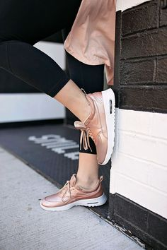 If you're anything like me, these rose gold metallic sneakers were the first things to catch your eye. The obsession didn't stop there. It took me all of two seconds to add them to my cart, and now that they've arrived I absolutely cannot stop wearing them! | metallic nike sneakers | rose gold sneakers | rose gold nike sneakers | fashionable tennis shoes || A Lonestar State of Southern