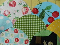 When I began this clamshell project, I was clueless on the construction of clamshell quilts. Ichecked a few of my quilting books for guid...