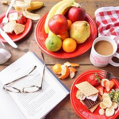 A cabin breakfast should ALWAYS includes s'mores! 🌲🍫☕️🍌🍓🥞 #smoresforbreakfast #cabinlife #danielfamdoesblueridge #blueridgemountains #travelwithABD