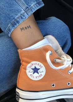 Hi top sneakers / all star sneakers / orange shoes / orange converse sneakers / lace up sneakers / sneaker obsession Converse Outfits, Mode Converse, Sneakers Mode, Sneakers Fashion, Fashion Outfits, Womens Fashion, Sneaker Outfits, Converse Sneakers, High Top Sneakers
