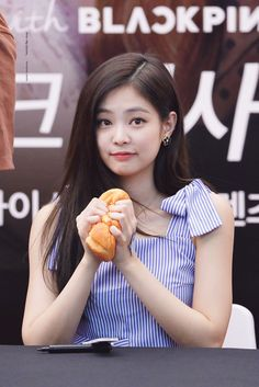 Kim Jennie, Yg Entertainment, Forever Young, Kpop Girl Groups, Korean Girl Groups, My Little Beauty, Black Pink Kpop, Number One Song, Rapper