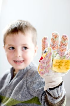 To make this Thanksgiving turkey craft use markers to decorate white work gloves to look like turkeys. Thanksgiving Crafts For Toddlers, Thanksgiving Traditions, Easy Crafts For Kids, Thanksgiving Turkey, Cute Crafts, Turkey Craft, Business For Kids, Work Gloves, Markers