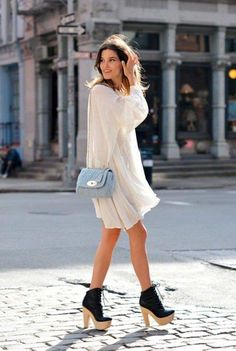 24 Summer Fashion Trends -Loose summer dresses with a chunky, bold statement shoe