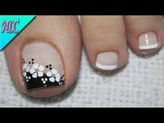 ♥DISEÑO DE UÑAS PARA PIES FLOR BLANCO Y NEGRO ¡MUY FÁCIL! - FLOWERS NAIL ART - NLC - YouTube Toenail Art Designs, Pedicure Designs, Pedicure Nail Art, French Pedicure, Pretty Toe Nails, Cute Toe Nails, My Nails, Toe Nail Color, Toe Nail Art
