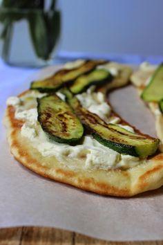 Pizza in padella, Con robiola, parmigiano, zucchine e olio alla menta