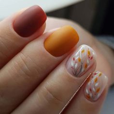 45 Cool Matte Nail Designs to Copy in 2019 Orange and Red Nails with Botanical Accent Art Autumn Nails, Winter Nails, Fall Nail Art Autumn, Fall Acrylic Nails, Cute Nails, Pretty Nails, November Nails, Thanksgiving Nail Art, Fall Nail Art Designs