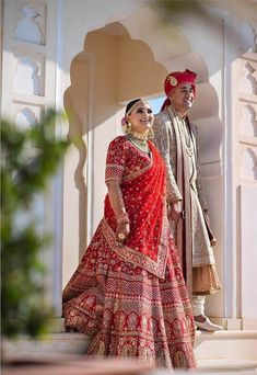 Looking for Lehenga Dupatta Draping Ideas? Check out how Sabyasachi dresses up his real curvy brides. Some amazing real bride photos and inspiration here. Sabyasachi Wedding Lehenga, Sabyasachi Dresses, Lehenga Dupatta, Indian Bridal Lehenga, Indian Bridal Outfits, Indian Bridal Fashion, Indian Bridal Wear, Wedding Lehnga, Indian Wear