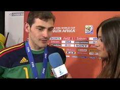WORLD CUP 2010 Iker Casillas and Sara Carbonero kiss. sooooooooooo cute! <3
