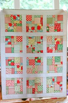 would make a quick Christmas quilt - disappearing 9 patch Quilting Tips, Quilting Tutorials, Quilting Projects, Quilting Designs, Sewing Projects, Quilting Room, Modern Quilting, 9 Patch Quilt, Quilt Blocks