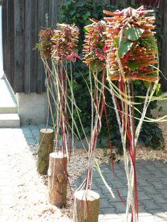 Florale Stehlen Äste miteinander verbunden mit Wickeldraht Garden Art, Floral Arrangements, Floral Design, Diy, Ceramics, Creative, Flowers, Plants, Christmas