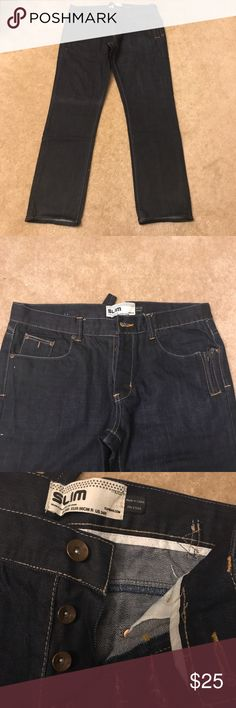 Topshop Men's Slim Fit Jeans NWOT Awesome pair of jeans! There is a slight folding mark over the right knee as pictured above. New without tag. Overall length 40 inches. Inseam 32 inches. Topshop Jeans