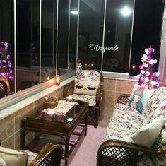 """Balkon severler  için 😍😍 Bizim için özel çekilmiş foto 🙋❤❤ 👉👉👉 @ozgeem61 (@get_repost) ・・・ 🎀 """" En büyük dürüstlük:  Herkese her halini göstermekten korkmuyor olmaktır. """" 🎀 #dekor  #balkon  #home #homesweethome  #dekorsunum Sweet Home, Instagram, House Beautiful"""