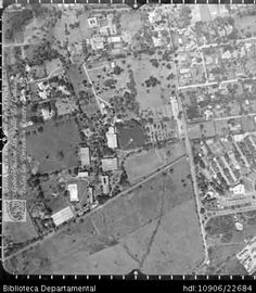 AGUSTIN CODAZZI. Panorámica aérea de la Umbría barrio ubicado al sur de la ciudad, este hace parte de los barrios que se construyeron entre 1970 y 1993 para las clases altas y medias altas. Biblioteca Departamental Jorge Garcés Borrero. Santiago de Cali 1975.