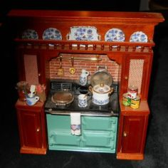 REUTTER - GERMANY - WOOD KITCHEN DISPLAY W/ PLATES ETC. DOLL HOUSE MINIATURE
