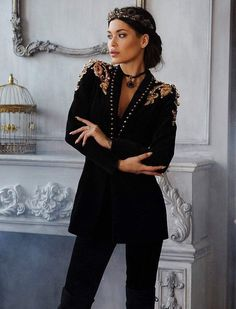 Black Beaded studded Blazer Jacket, S / Black Estilo Floral, Look Fashion, Fashion Outfits, Queen Fashion, Outfits Winter, Blazer Outfits Casual, Mode Abaya, Mini Dress Formal, Sequin Blazer