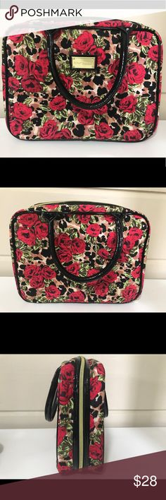 BEAUTIFUL BETSEY JOHNSON TRAVEL MAKEUP BAG BEAUTIFUL BETSEY JOHNSON TRAVEL MAKEUP BAG PREOWNED BUT IN LIKE NEW CONDITION Betsey Johnson Bags Travel Bags