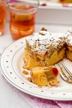 Ciasto ucierane z rabarbarem, truskawkami i kruszonką   Moje Wypieki