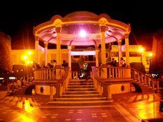 Kiosco del Jardín Victoria de noche Cd. De Mexico