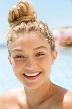 malaysia,skincare-Wonderful skin of Gigi Hadid. It is healthy with glow. ❤️Who wants to have a healthy & glowing skin like Gigi Hadid? Best Natural Makeup, Natural Hair Styles, Natural Beauty, Summer Hairstyles, Cute Hairstyles, Wedding Hairstyles, Style Gigi Hadid, Fitness Gym, Surfer