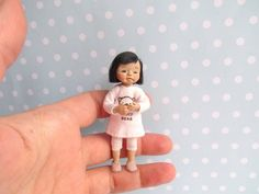 Miniaturen OOAK Baby TODDLER Puppe MÄDCHEN Beweglich Miniatur | Etsy Dollhouse Dolls, Miniature Dolls, Baby, Miniatures, Handmade, Fabrics, Kids, Babies, Craft