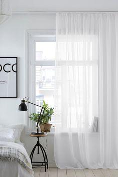 Ellos Home Gardin med rynkebånd Celia - Hvid - Bolig . Home Design Living Room, Beautiful Interior Design, White Curtains, White Rooms, Minimalist Home, Home Bedroom, Room Inspiration, Modern Kitchen Design, Room Decor