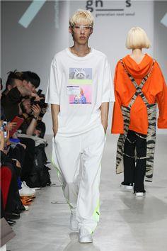 "ANTIMATTER unveiled its Spring/Summer 2018 ""BIT & BEAT"" collection, during Seoul Fashion Week. Runway Fashion, Fashion Show, Mens Fashion, Streetwear Brands, Streetwear Fashion, Use E Abuse, Shirt Print Design, Seoul Fashion, Young Fashion"
