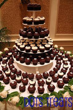 Tons Of Chocolate Amp Vanilla Wedding Cupcakes Cupcake Table, Cake And Cupcake Stand, Cupcake Display, Cupcake Cakes, Cupcake Towers, Cup Cakes, Cupcake Recipes, Wedding Reception Food, Fall Wedding Cakes