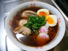 ramen noodle Ingredients for soup (seving 1) (一人分) : 300ml water (300ml 水) : 2-3 tbsp mentsuyu or soy sauce (大2~3 めんつゆか醤油 ) : 2 tsp (Chinese) chicken stock powder (小2 鶏がらスープの素) : A little grated ginger and garlic (少量 おろし生姜とにんにく) : A little sesami oil (少量のごま油) : Raw ramen noodle (市販の生麺)