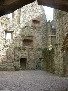Mary Tudor: Renaissance Queen: Ludlow Castle - The judges' lodgings; lodgings for administrators including those that accompanied Mary to Ludlow.On the walls you can see remains of fireplaces,marking the level of floors once present.
