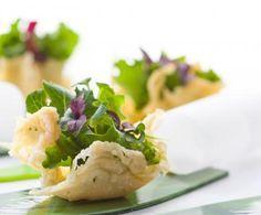Cialde di Parmigiano e insalata