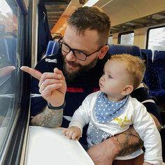 A vonat mindig érdekesebb mint bekötve lenni a kocsiban  #mysonshine #youngestson Minion, My Photos, Face, Minions, Faces, Facial