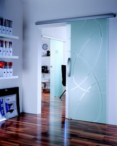 & & & & Sliding door in tempered glass. Decoration: Transparent on the bottom sandblasted. Frosted Glass Interior Doors, Glass Barn Doors, Sliding Glass Door, Sliding Doors, Home Room Design, Interior Design Kitchen, Living Room Designs, House Design, Aesthetic Room Decor