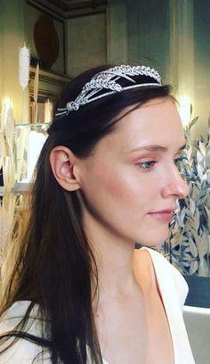 A new ears of wheat tiara by Chaumet Royal Jewelry, Ear Jewelry, High Jewelry, Hair Jewels, Crown Jewels, Jewelry Design Drawing, Diamond Tiara, Chaumet, Circlet