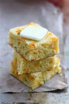 Cheddar Jalapeno Cornbread...need to make this with some chili for the cold weather we're having!