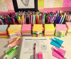 I want my desk 2 b like dat. - en 2019 study desk, desk o School Supplies Organization, Cute School Supplies, Desk Organization, Art Supplies Storage, College School Supplies, Office Supplies, Study Desk, Study Space, School Suplies