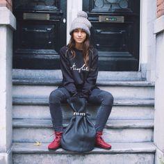 Our favorite Dutch blogger Lizzy van der Ligt rocking our soft Stieglitz sweater and pouchbag. http://stieglitz.nl/