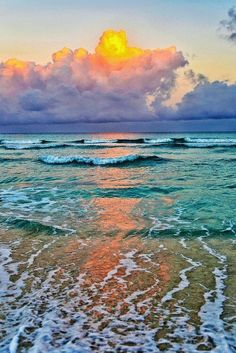 Sunrise breaking through the clouds on Varadero beach - Cuba Enjoy the paradise of Cuba, especially Varadero beach and get a discount to stay with airbnb. Beautiful Sunset, Beautiful Beaches, Beautiful World, Landscape Photography, Nature Photography, Ocean Waves, Amazing Nature, Belle Photo, Pretty Pictures